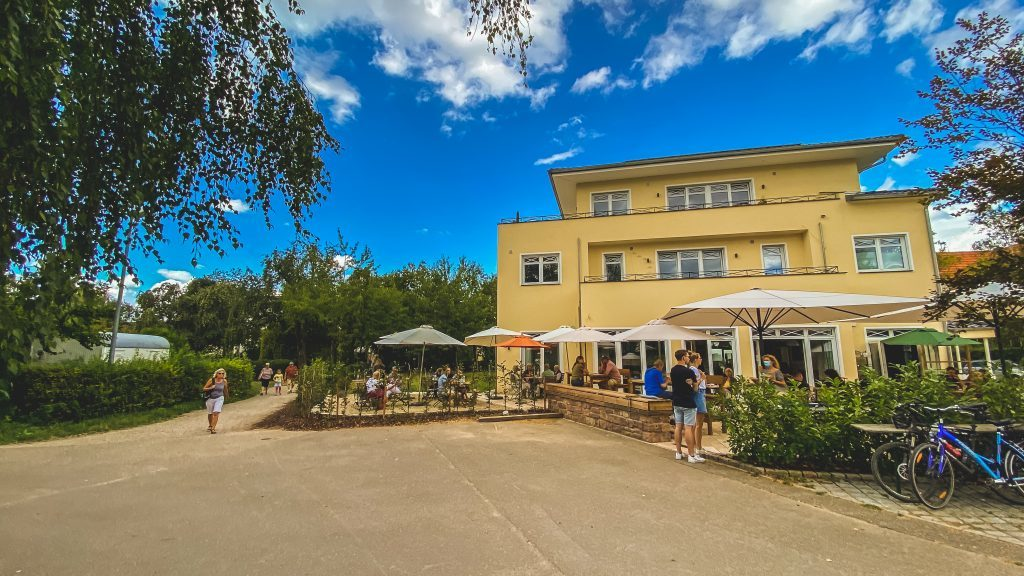 Terrasse Cafe Lille Hus
