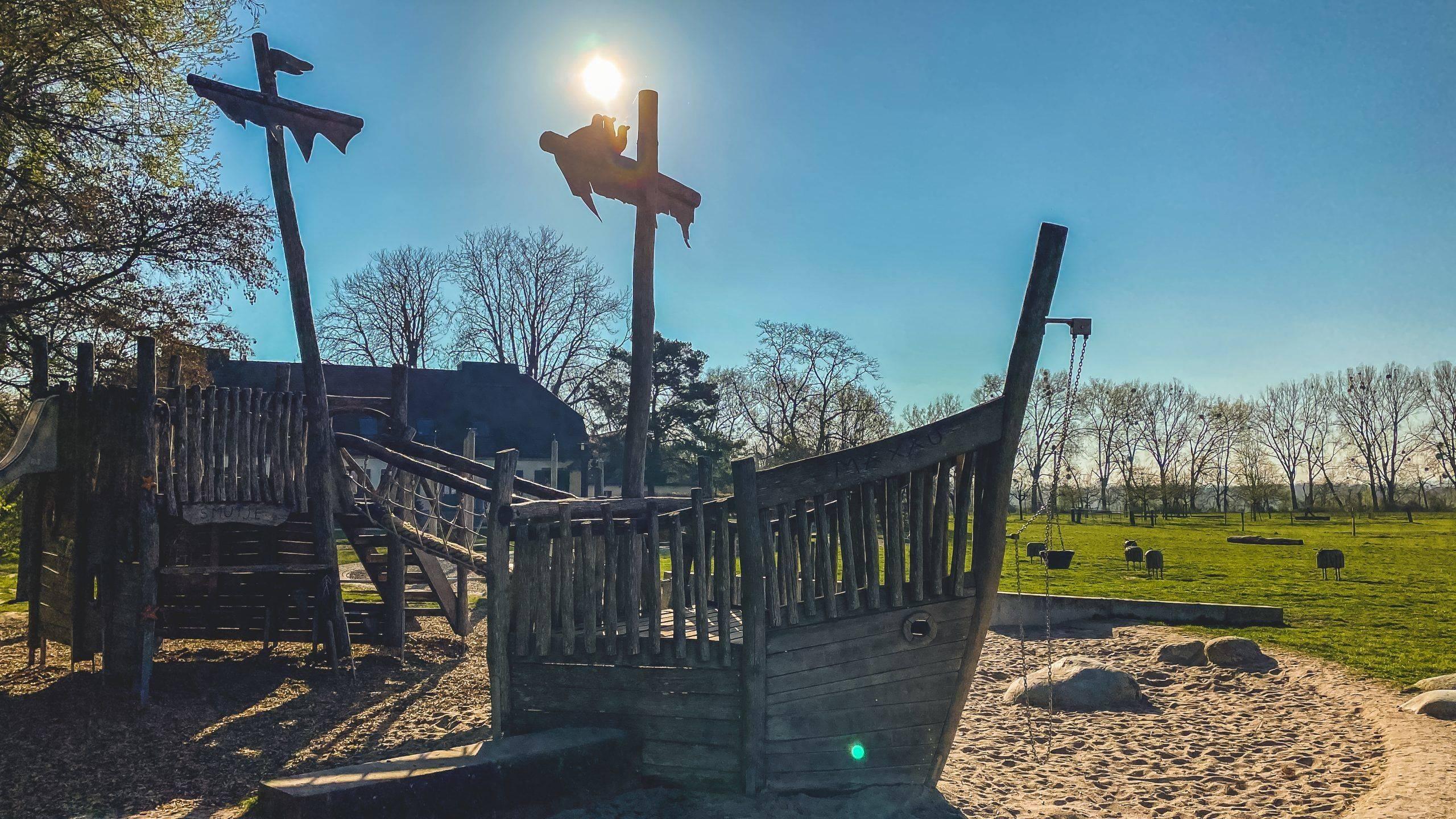 Ausflugstipp: Abenteuerspielplatz am Hofgut Maxau. Spielen, spazieren und picknicken an den Karlsruher Rheinauen