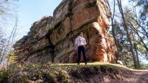 Read more about the article Geisterschloss-Tour im Dahner Felsenland | Entdecke bei einer Wanderung mit Kindern zwei Burgen und ein Gipfelkreuz