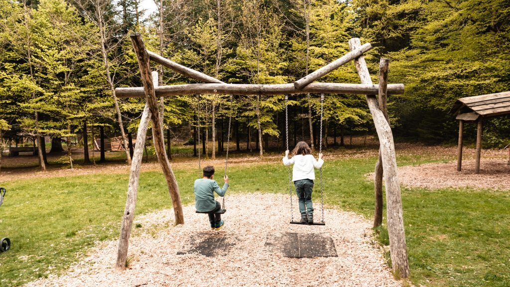 Schaukeln Waldspielplatz Baiersbronn