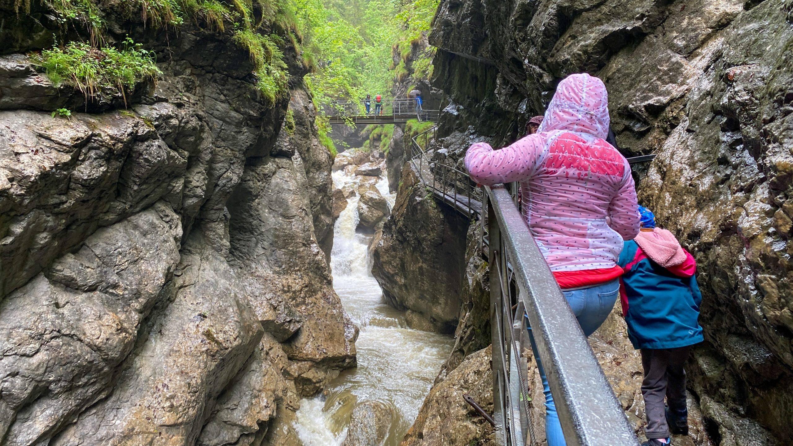 Read more about the article Starzlachklamm im Allgäu – Abenteuer Klamm Wanderung für die ganze Familie